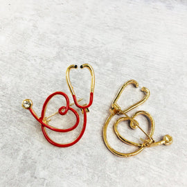 Stethoscope pin gold plated with crystal