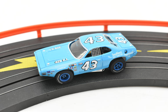 1971 Plymouth Road Runner # 43 Richard Petty | Stock Car Showdown | Auto World-Toys & Hobbies:Slot Cars:HO Scale:1970-Now-ProTinkerToys.com