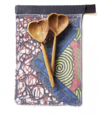 OLIVE WOOD HEART TEASPOON SET