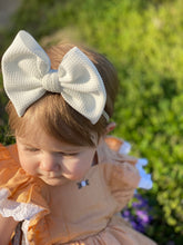 Load image into Gallery viewer, Vanilla Bean {bow} - Calli Alyse Boutique