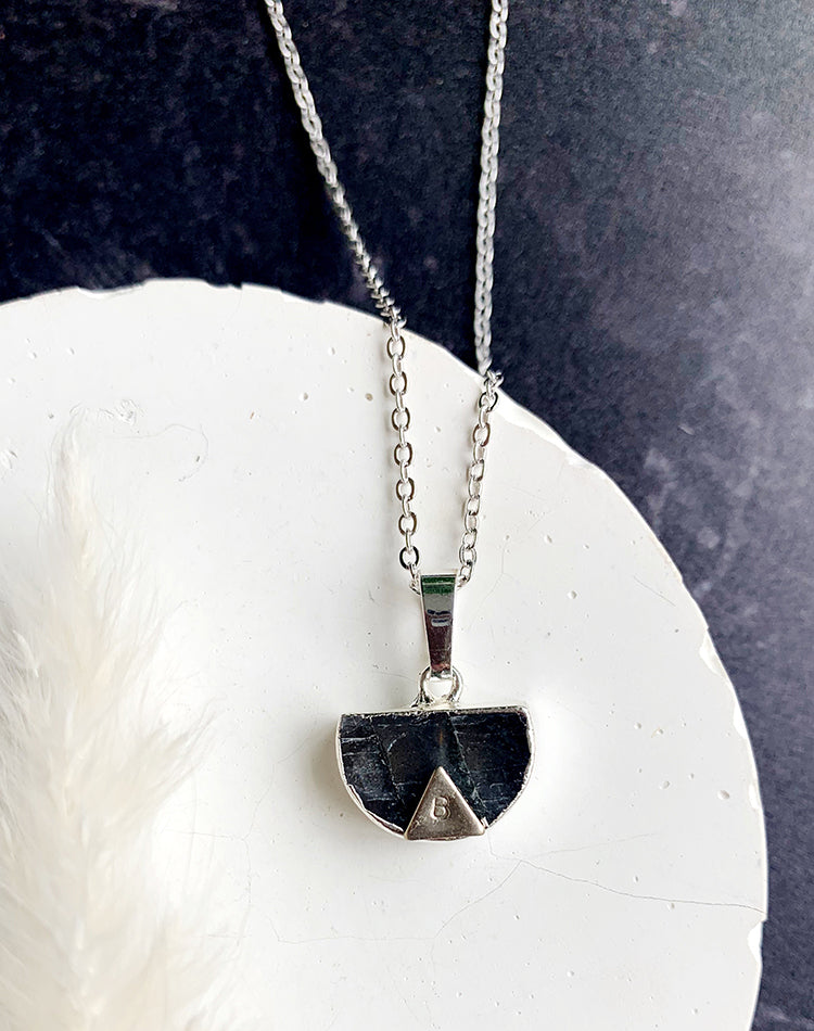 Loy - Labradorite Necklace