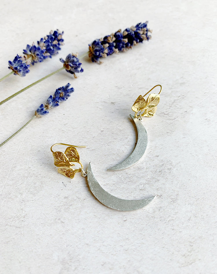 Aylin Crescent Moon Earrings