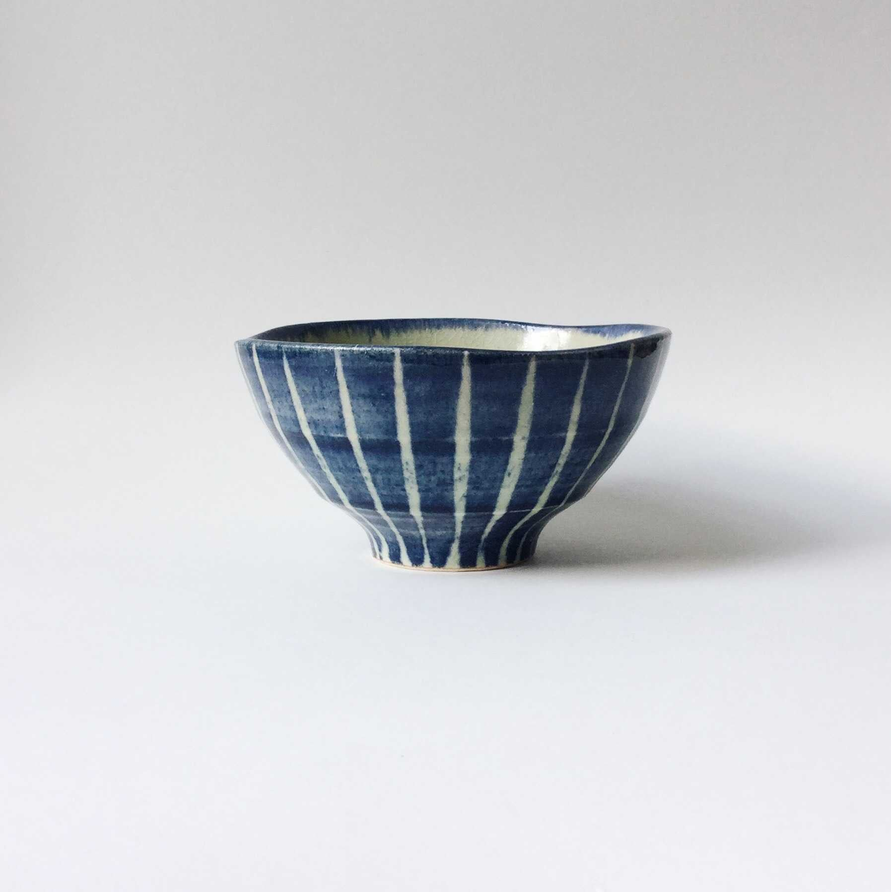 Japan series : Blue in light green - striped bowl