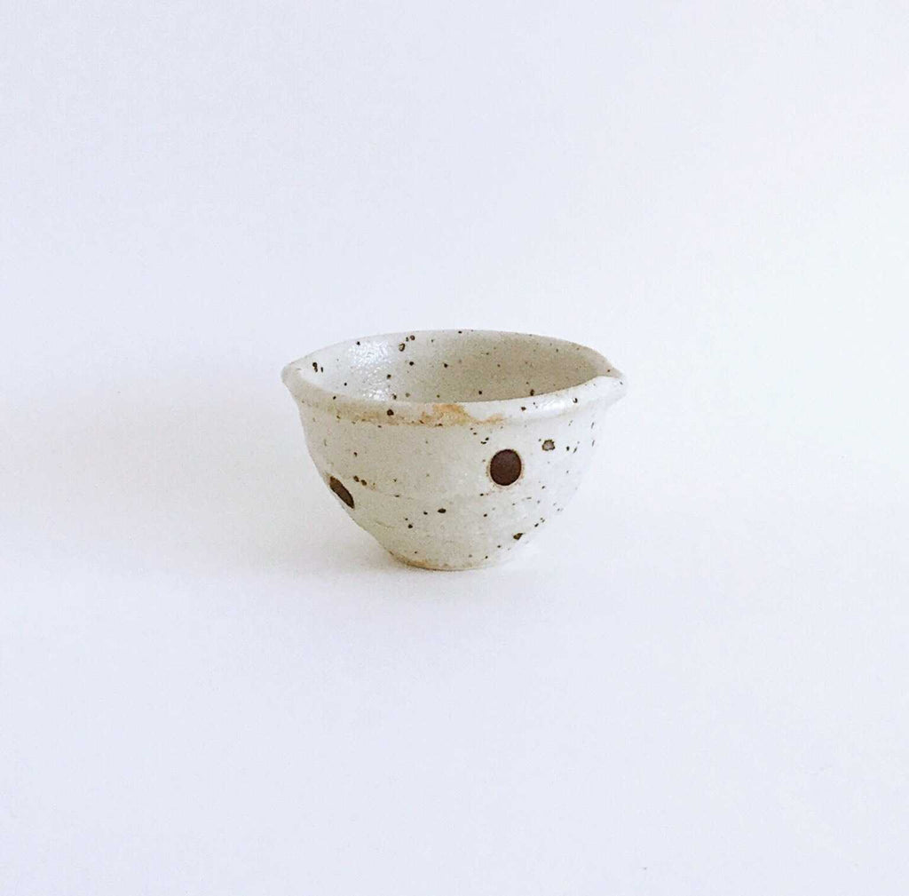 Japan series : Little dotted bowl with spout
