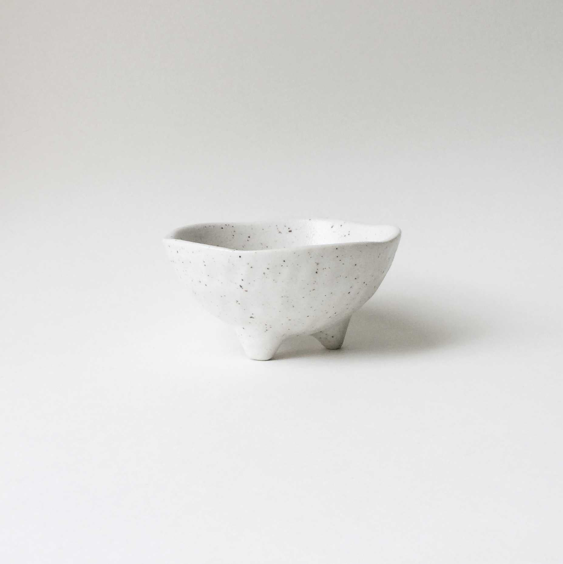 Japan series : Little white three-legged bowl