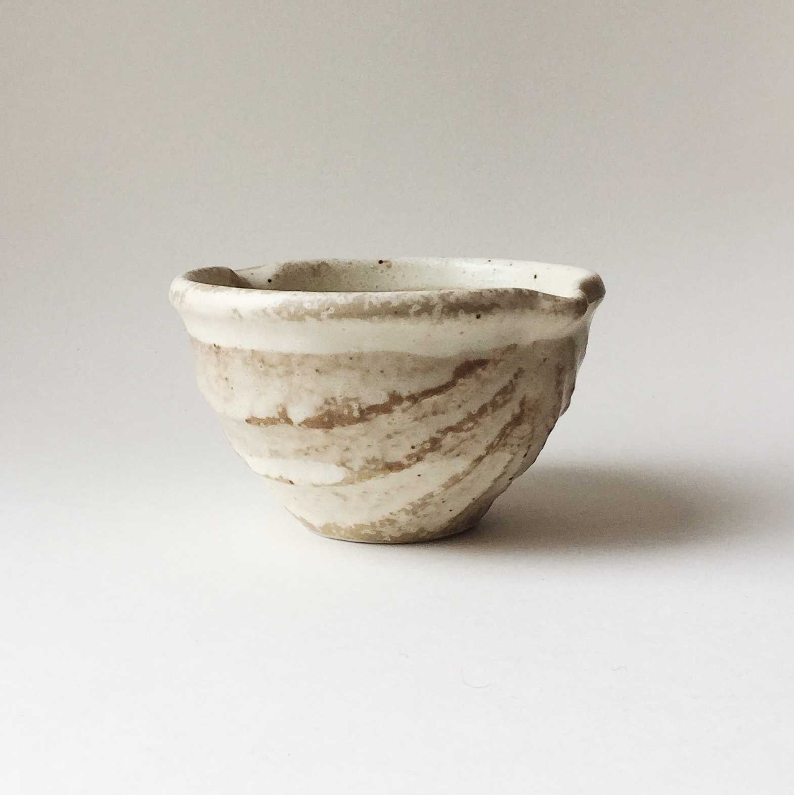 Japan series : Beige/brown little bowl with spout