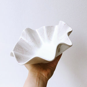 Japan series : Wavy white bowl