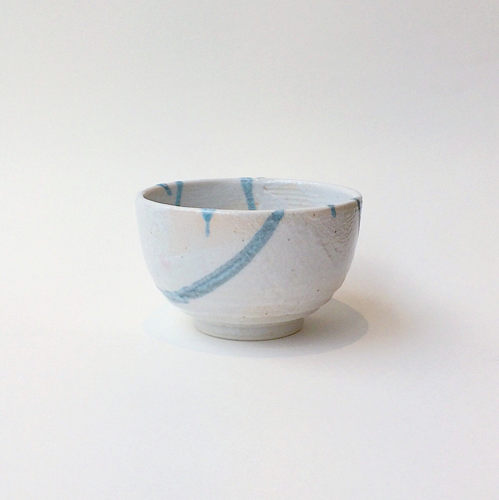 Japan series : Beige bowl w. bluish decoration