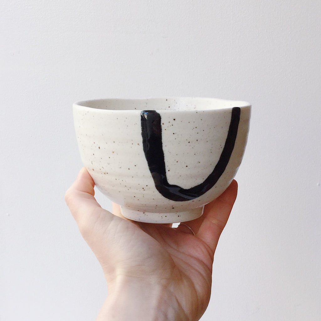 Japan series : White and black decorated bowl