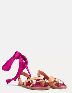 BEJEWELLED FLAT SANDAL IN CALFSKIN AND SILK