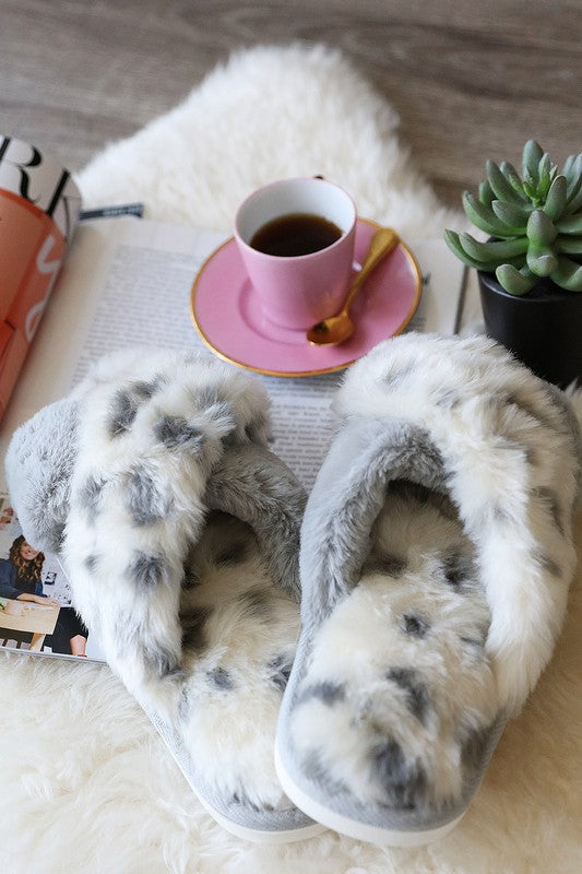 Stepping Up My Dreams Slippers - Snow Leopard/Gray