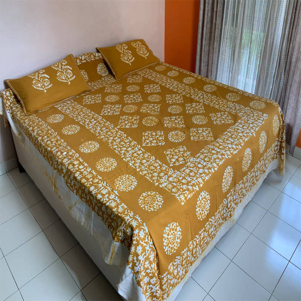 Batik Printed Goldenrod Double Bedsheet with Pillow Covers | डबल बेडशीट के साथ तकिया कवर