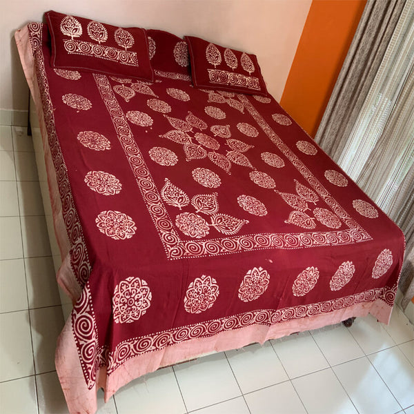 Batik Printed Carmine Red Double Bedsheet with Pillow Covers |डबल बेडशीट के साथ तकिया कवर