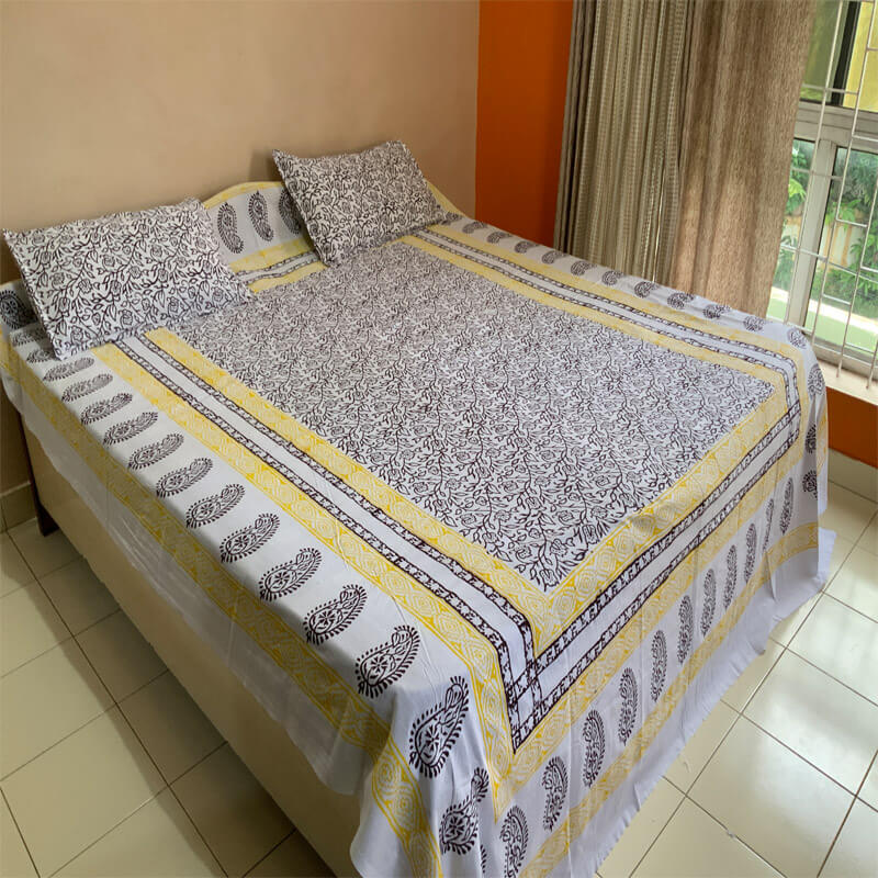 White Block Bedsheet with Pillow Covers