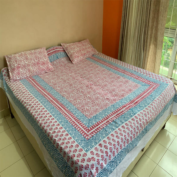 Block Printed White Double Bedsheet with Pillow Covers | डबल बेडशीट