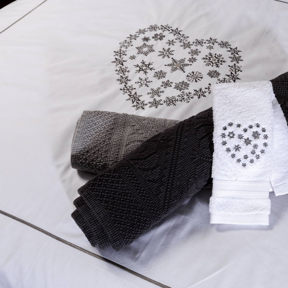 White bath towels with a heart embroidered with Snowflakes