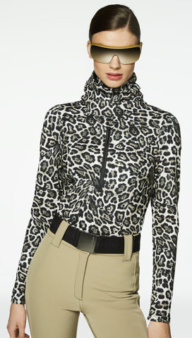 Goldbergh Leo Neckwarmer in Leopard person