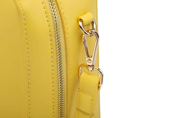 HANDBAG WITH PADLOCK DECORATION