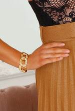 Elvie Gold Mid Loop Chain Bracelet