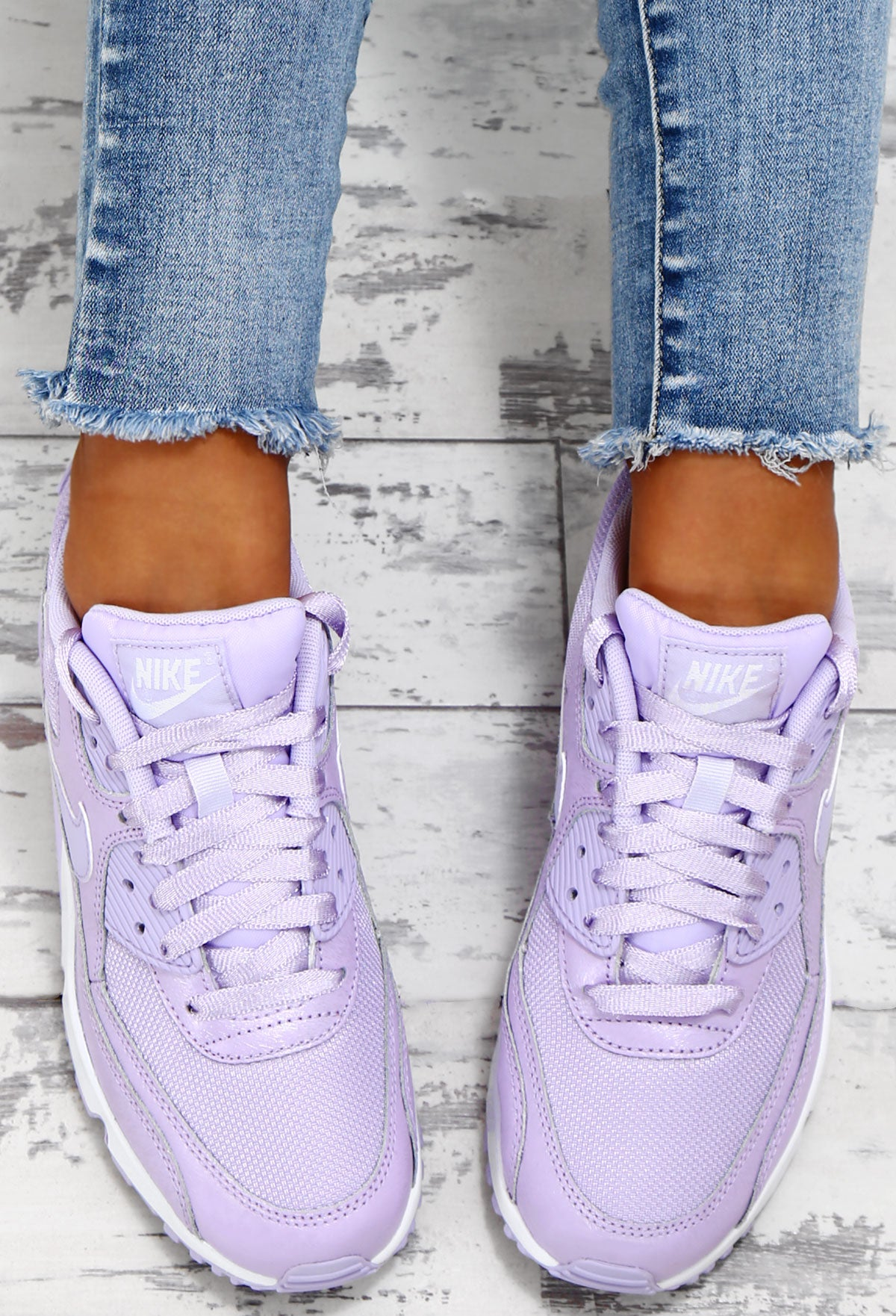 the best attitude f2a17 61fcf Nike Air Max 90 Lilac Trainers