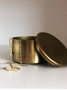 Cache with Lid in Gold Finish
