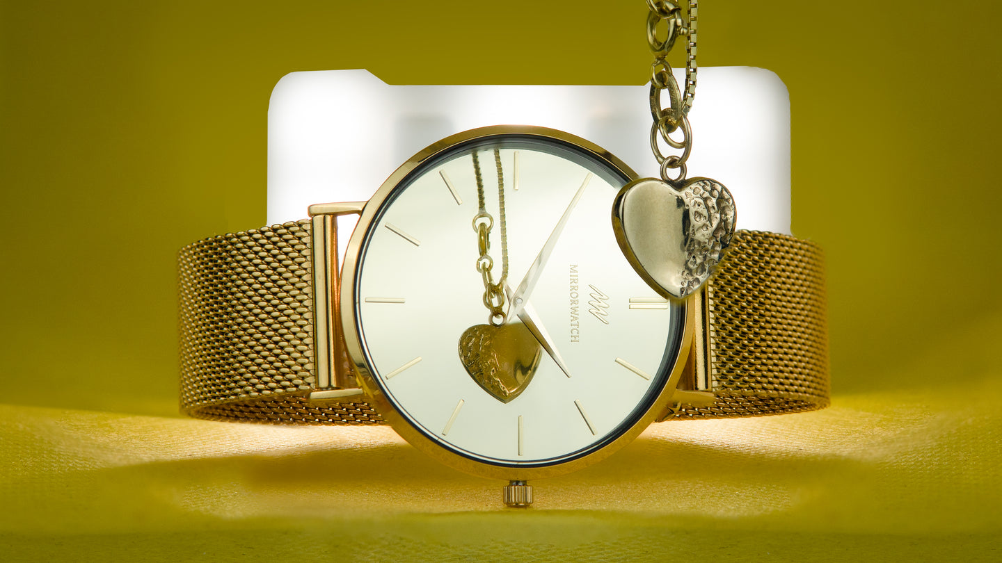 Mirrorwatch - The Golden Treasure watch comes with a mirror dial in gold.
