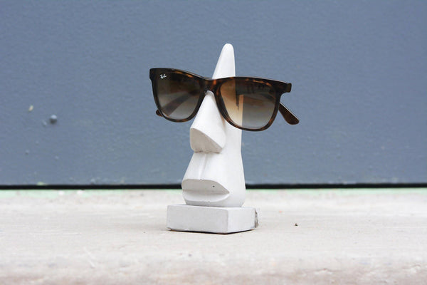 Cement eye glass holder