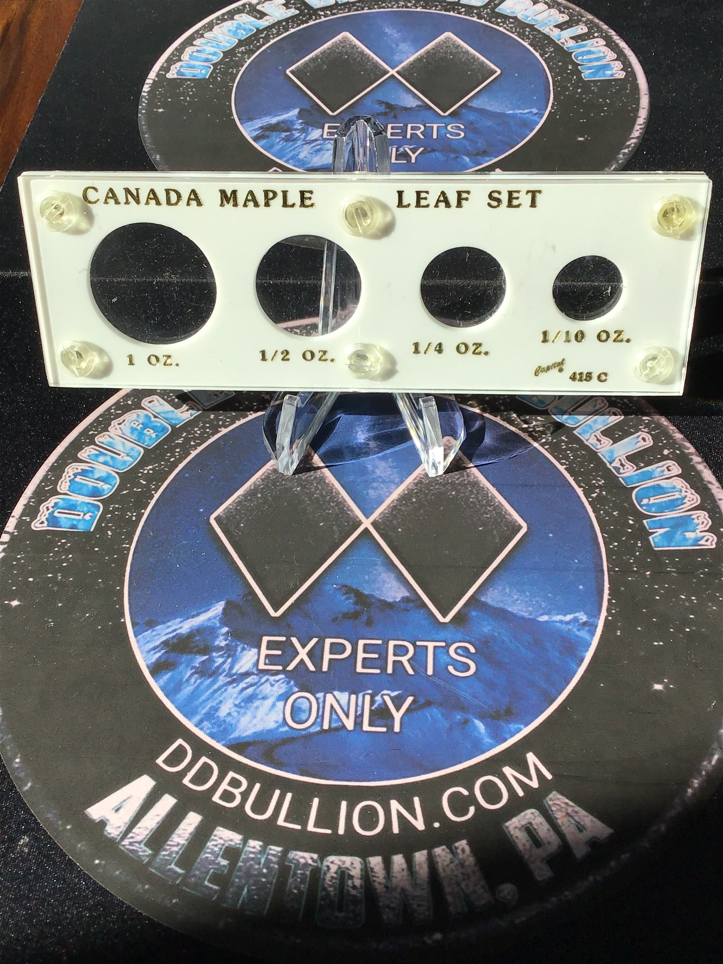 Capital Plastics Gold Canadian Maple Leaf Set Holder 🇨🇦-White/Gold Lettering