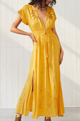 produkte / Cutout_Slit_Embroidered_Maxi_Dress_2.jpg