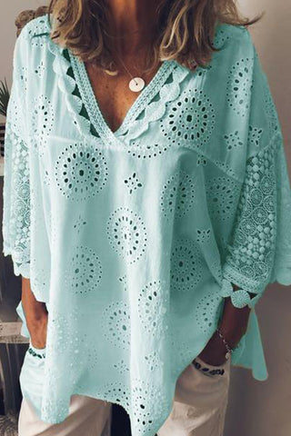 produkte / Laser_Cut_V-neck_Lace_Blouse_3.jpg