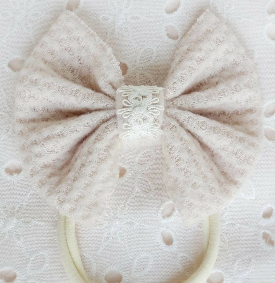 Soft Detailed Top Bow Headband in Blush Knit