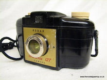Load image into Gallery viewer, Kodak Brownie 127 Camera. (ref nos089)