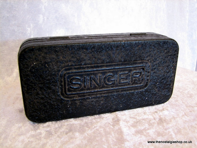 Singer Sewing Machine Accessories Tin. (ref nos021)