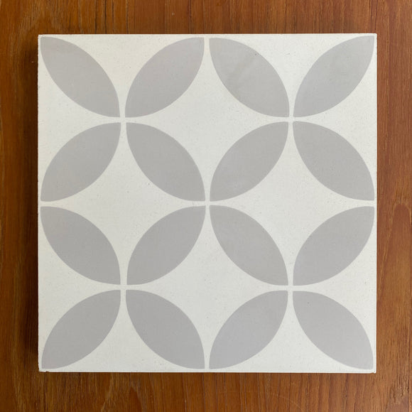 Concrete Collaborative | Strands Acier with White Ivory Multi Petals 8