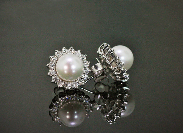 Diamond and Pearl Earrings | 18K White Gold