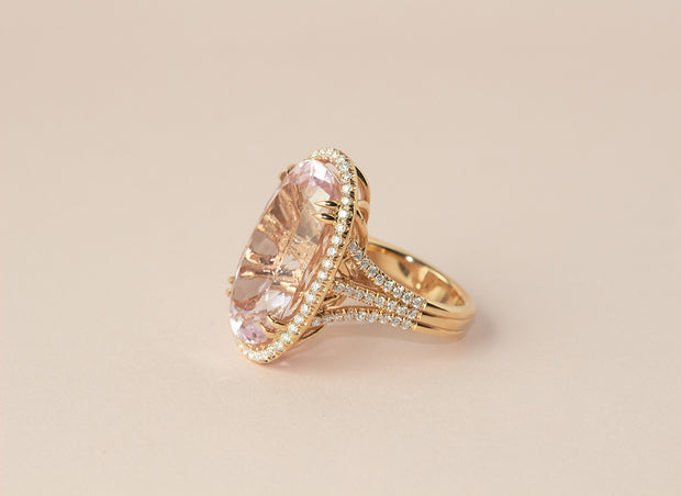 Pink Oval Kunzite With Diamond Halo Ring | 18k Rose Gold