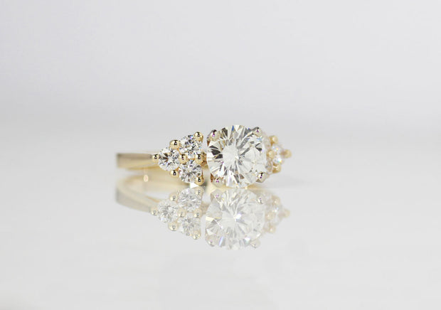 Brilliant Cut Center Classic Style Ring
