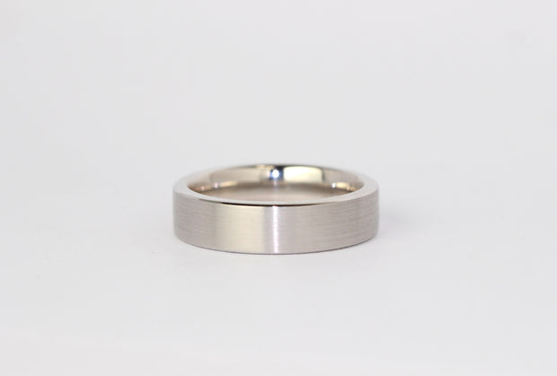 Flat Wedding Band with Soft Edges and Comfor fit in White Gold 5.5mm