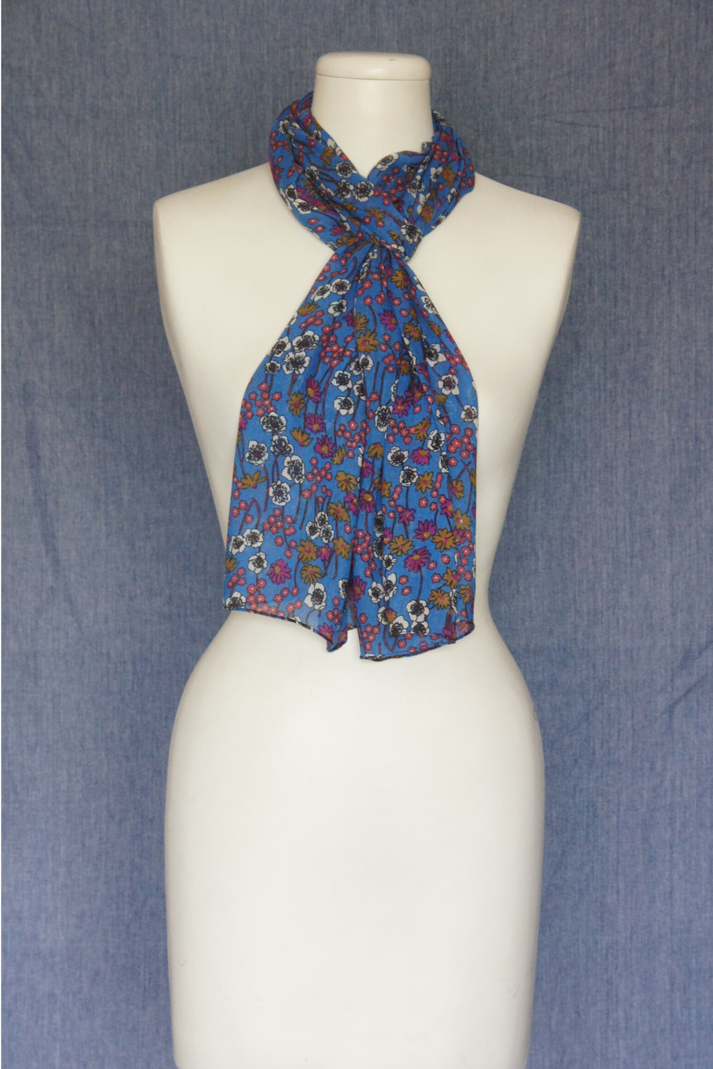 Small Flowers Scarf (SE-1577)