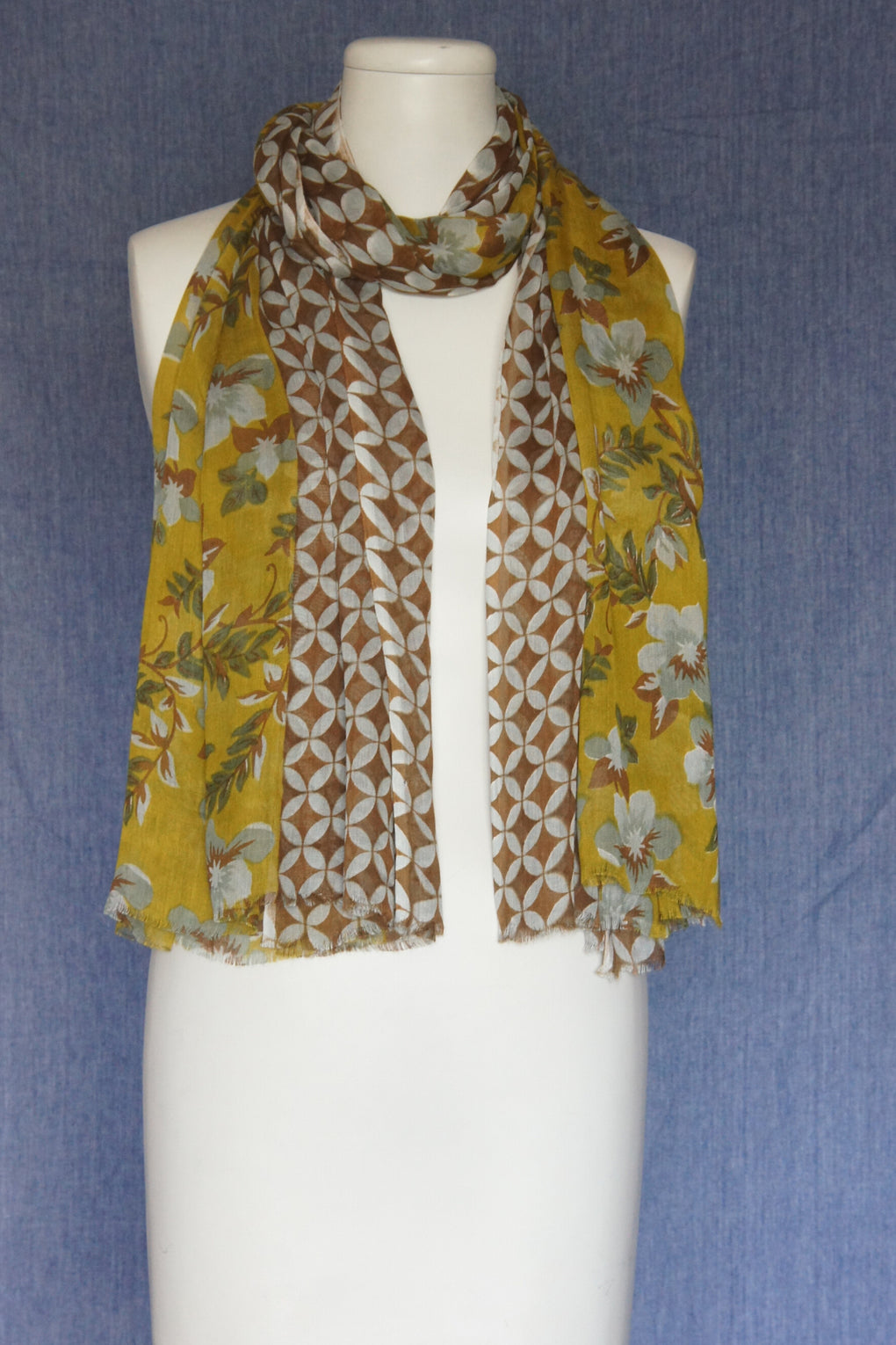 Flower with Geometric Border Scarf (SE-1584)