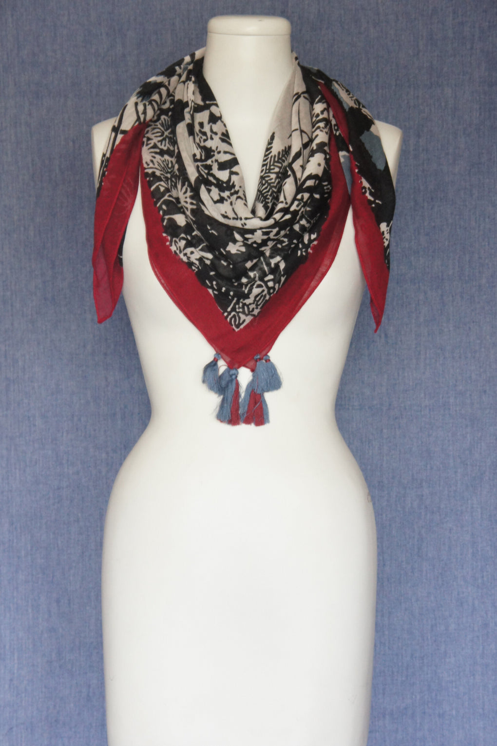Black Tiger With Contrast Border Scarf with Tassels (SE-1612)