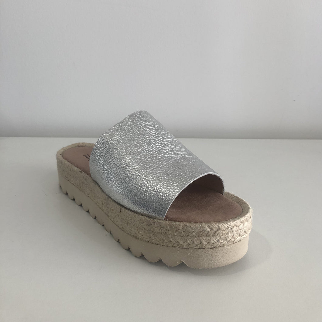 LEATHER FLATFORM SLIDES - SILVER