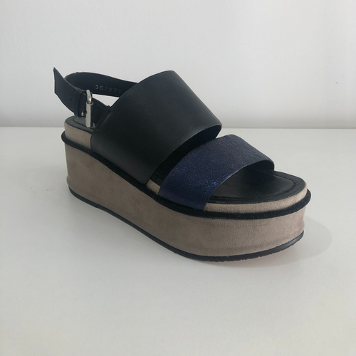 CONTRAST LEATHER WEDGE