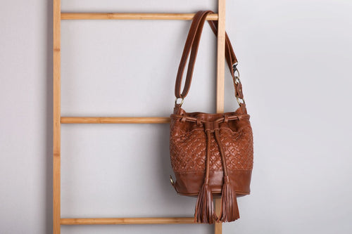 LEATHER BUCKET BAG - WALNUT