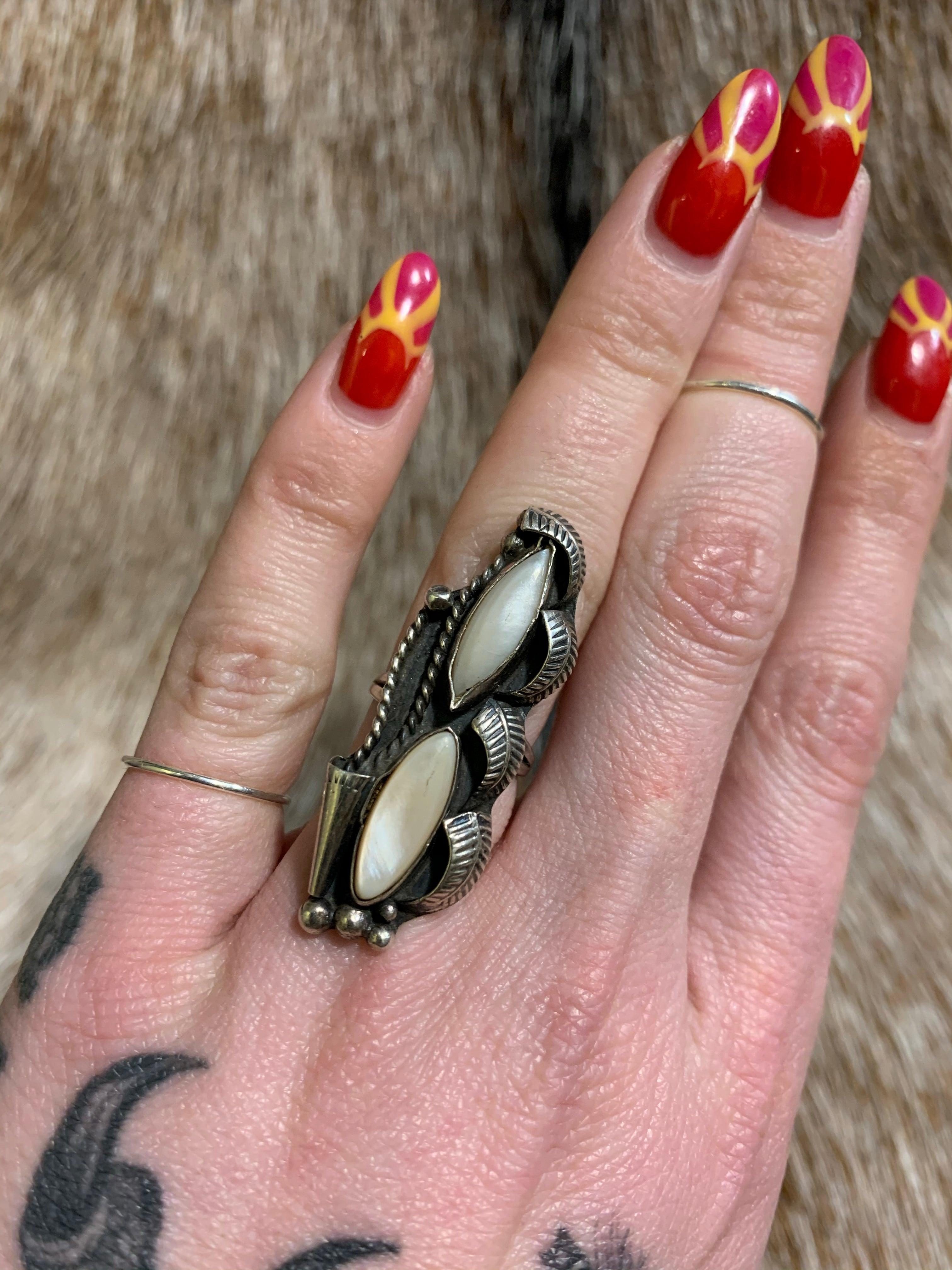 Vintage Sterling Mother-Of-Pearl Squash Blossom Detailed Feather Ring