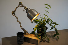 Load image into Gallery viewer, Zedneck Table Lamp