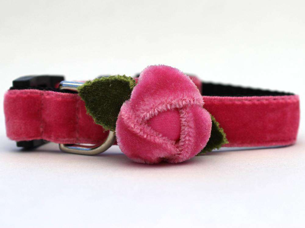 This is the Rosebud Pink Velvet Breakaway Buckle Cat Collar. It is a cat collar with a pink velvet rose on itwhich the rose does come in red too. The rose has two small green fabric leaves too. The collar has breakaway buckles that pop open with eight pounds of pull. It is made of soft and comfortable nylon overlaid with durable polyester ribbon. It is quintuple stitched at stress points for added strength.