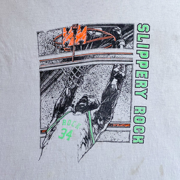 VINTAGE 80'S SLIPPERY ROCK UNIVERSITY BASKETBALL SCREEN STARS GRAPHIC PRINTED T-SHIRT