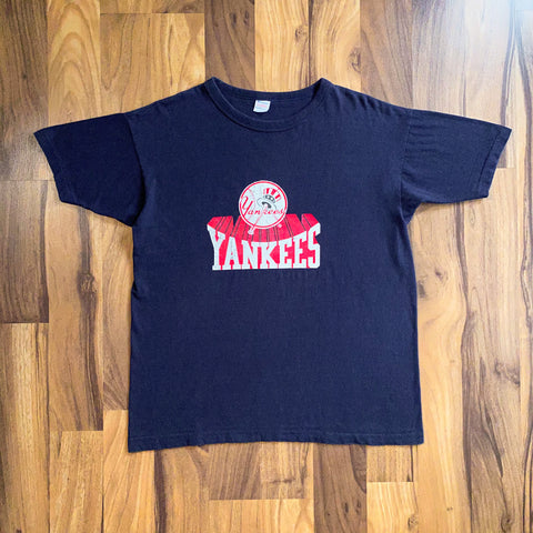 VINTAGE NEW YORK YANKEES MLB CHAMPION BIG LOGO PRINTED T-SHIRT