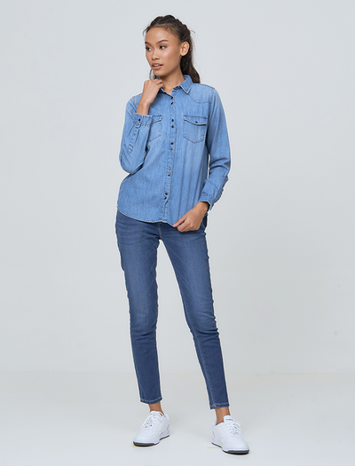 LIGHT DENIM IN KLIEN STYE | denim collection | denim shirt | buy denim shirt | buy online shirt | Pepe Jeans shirt | style denim | ootd denim shirt | style blue denim | jeans style | buniq fashion | bq denim  | bq Collections